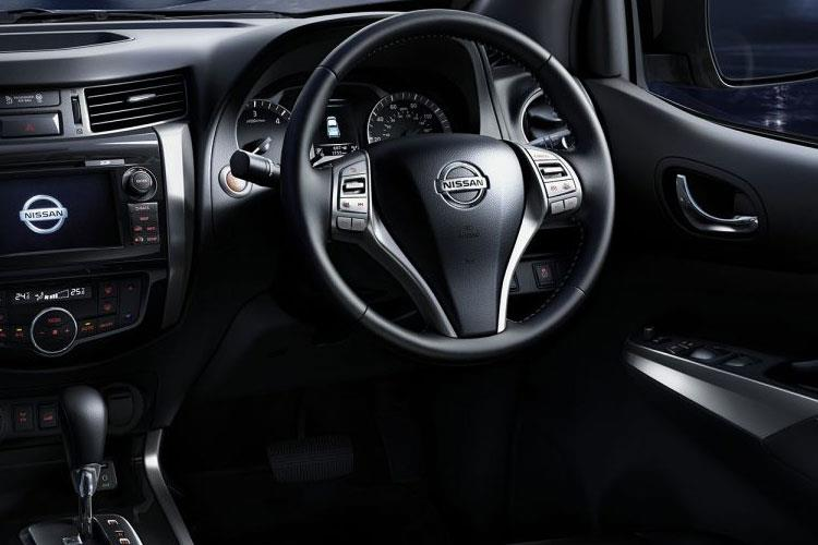Nissan Navara PickUp DoubleCab 4wdS 2.3 dCi 4WS 190PS Tekna Pickup Double Cab Manual [Start Stop] inside view